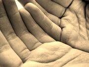 716045_hands